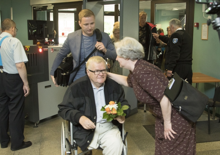 Ekspert Savisaare kohtuprotsessil: kohtusaalis peaks olema elustamisseade ja reanimatsiooniarst