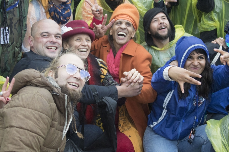 FOTOD JA VIDEO! Reggae legend Fantuzzi hullutas publikut vihma käes