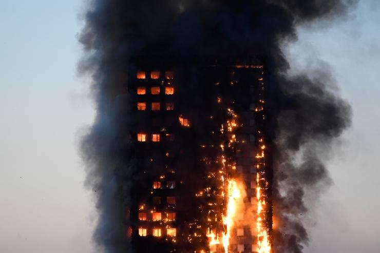 FOTOD! Politsei: Londoni tulekahjus hukkus vähemalt kuus inimest