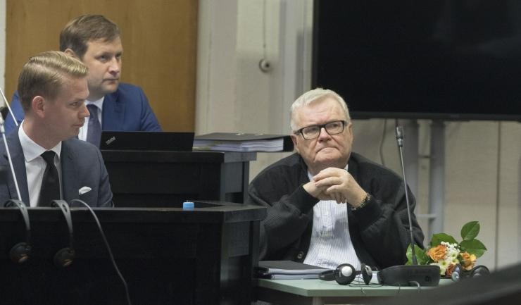 Isegi kui kiirabi peab pidevalt kohtus käima Savisaare elu päästmas, ei takista see prokuröri sõnul kohtupidamist