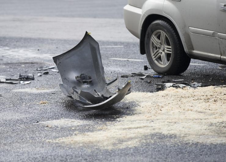 Kolme auto ja ühe tsikli kokkupõrkes said viga kolm inimest