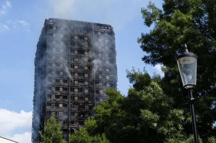 Londoni tulekahjus hukkus vähemalt 12 inimest