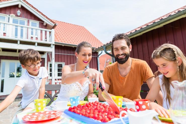 Lastearst: vanemate purunenud abielu võib tekitada lapsele toitumisprobleemi