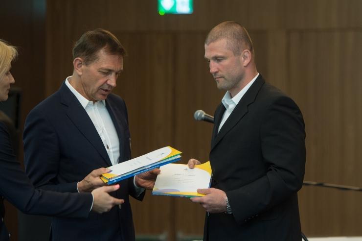 GALERII! EOK tunnustas rahvusvaheliste tiitlivõistluste medalivõitjaid