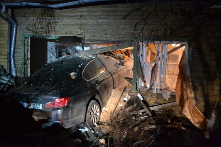 Ekspertiis: Viljandis majja lennanud BMW oli tehniliselt korras