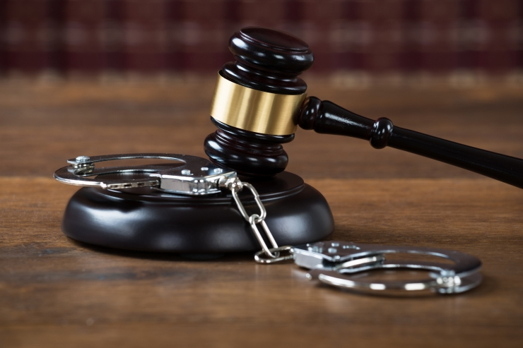 Kohus saatis lapse seksuaalsele väärkohtlemisele kaasa aidanud ema vangi