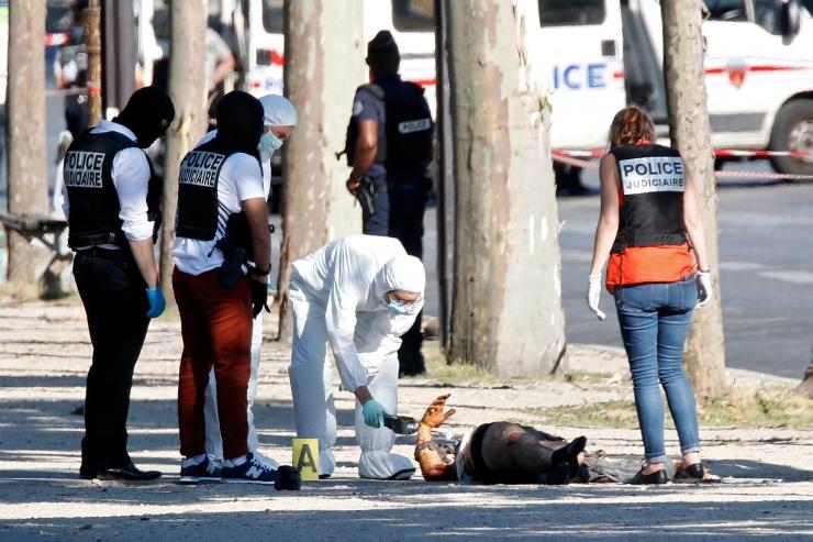 Allikad: Pariisi politseisõidukit rammis 31-aastane Adam Dzaziri
