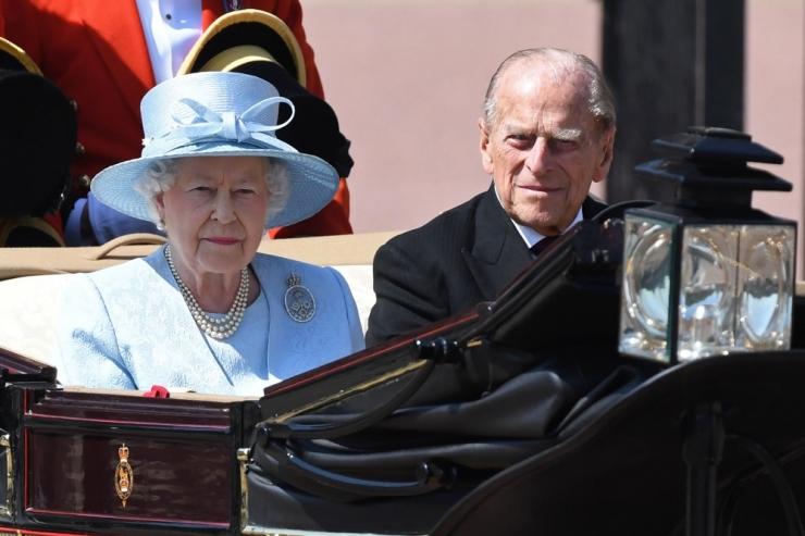 Briti prints Philip toimetati haiglasse
