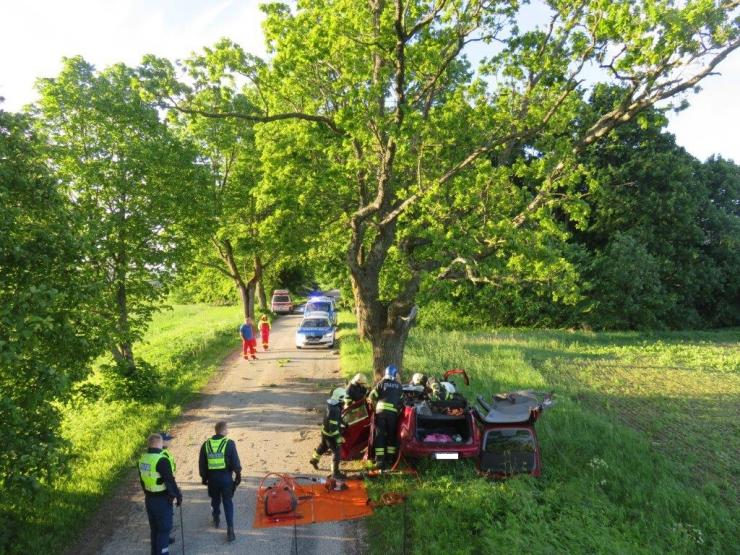 Jõgevamaal hukkus vastu puud sõitnud autojuht