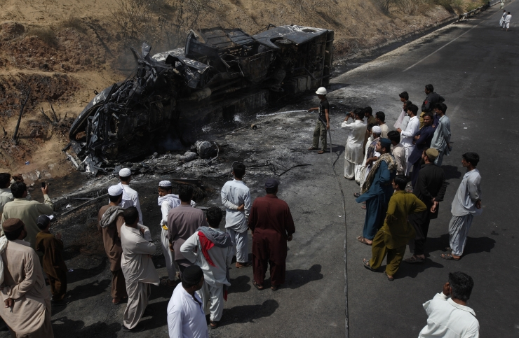 Pakistanis hukkus kütuseveoki õnnetuses üle saja inimese
