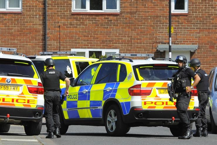 Newcastle'is vigastas kõnniteele sõitnud auto kuut inimest