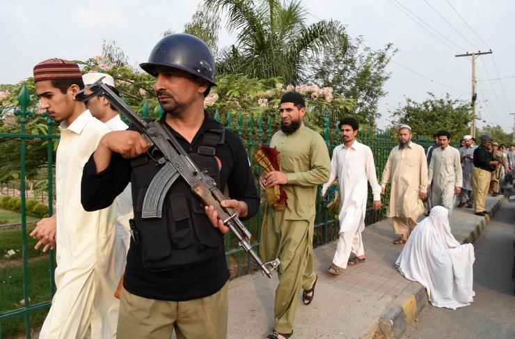 Pakistan on saatnud riigis töötavaid hiinlasi kaitsma 15 000 sõdurit
