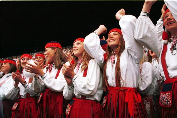 Vaata, kuidas on korraldatud ühistransport XII Noorte laulu- ja tantsupeo rongkäigu ajal