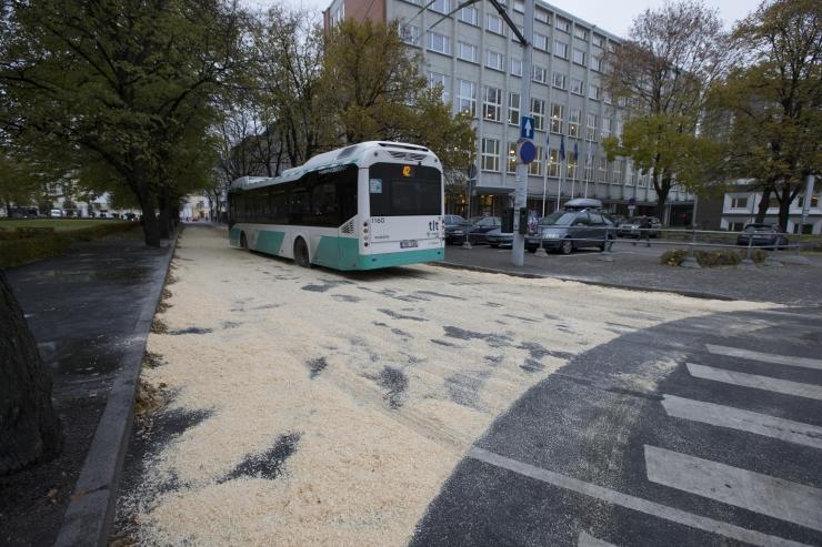 Bussiliinid nr 3 ja 52 suunatakse ümbersõidule