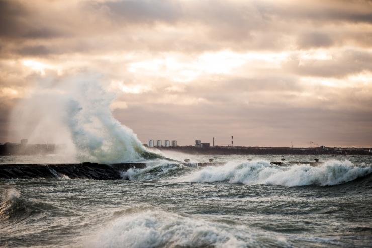 Tormituul toob Läänemerele kuni neljameetrised lained