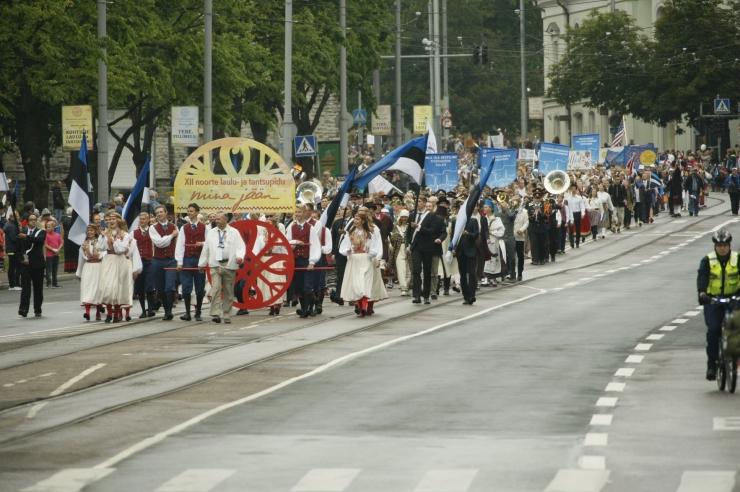 Loe, kuidas muutub Tallinna liikluskorraldus laulupeo rongkäigu ajal