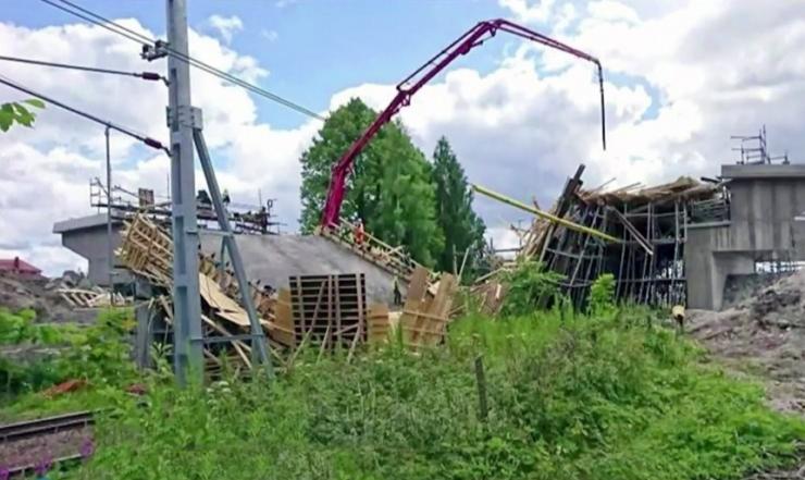 Rootsis sai ehitusjärgus raudteesilla varingus kannatada 12 inimest