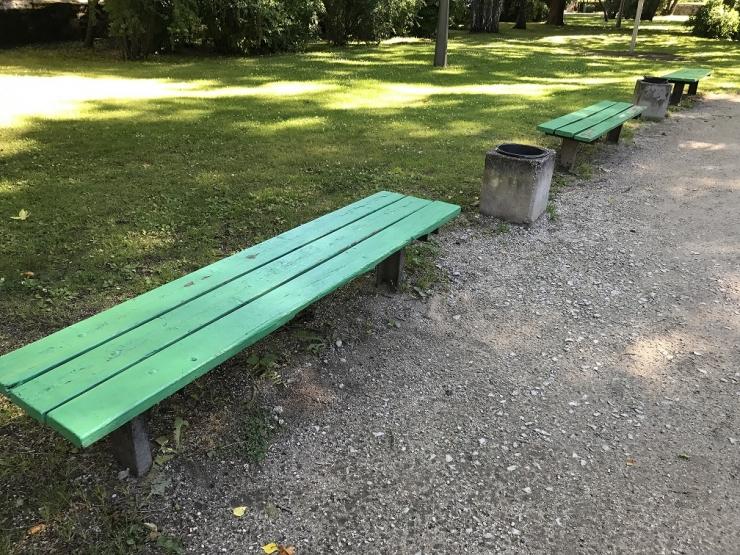 Falgi park saab uued pingid ja prügikastid