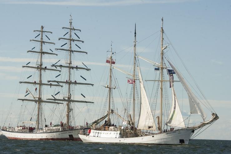 UNIKAALSED KAADRID VEE PEALT! Tallinna Merepäevad lõpetas suurejooneline mereparaad