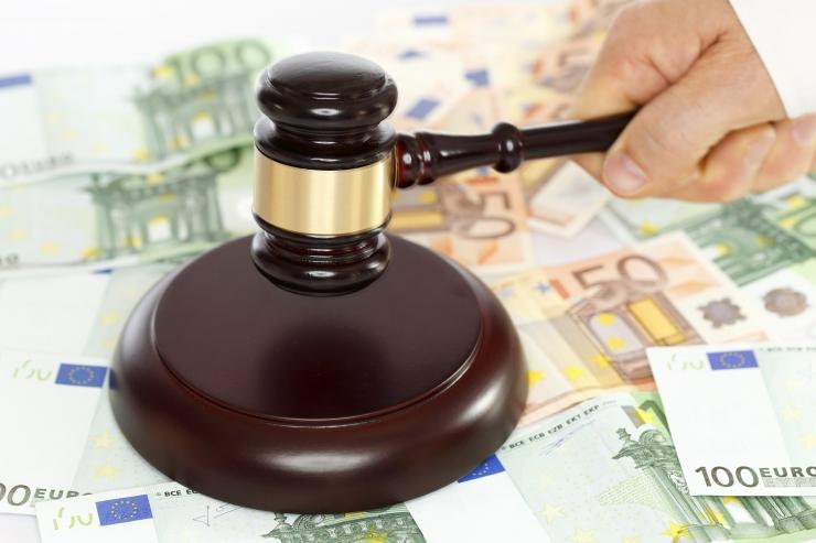 Kohtutäiturite suured tasud võivad riivata võlgnike põhiõiguseid