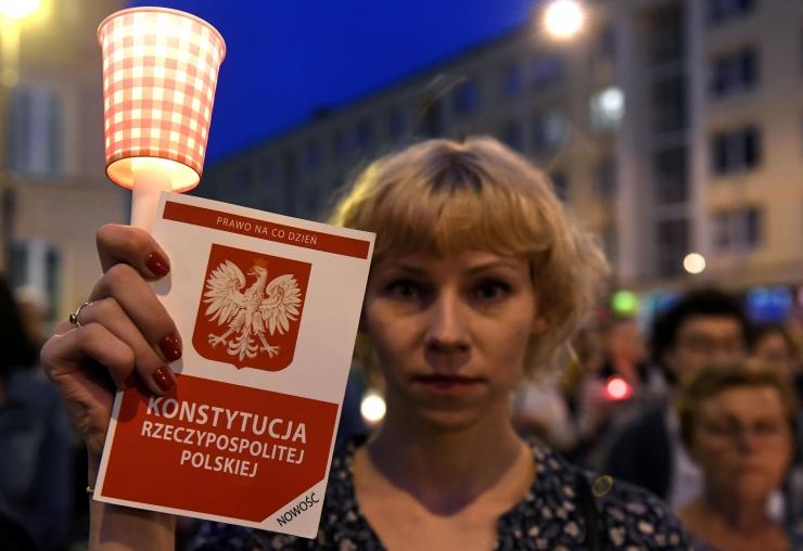 EK on valmis peatama ülemkohtunike tagandamisel Poola hääletusõigused