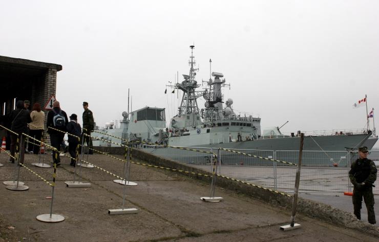 NATO laevad tulid Tallinnasse varusid täiendama