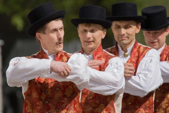 100 Virumaa meest tantsib Soome kohaliku tähtsusega tantspeol