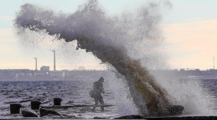 Tormine tuul toob Läänemerele kuni kolmemeetrised lained