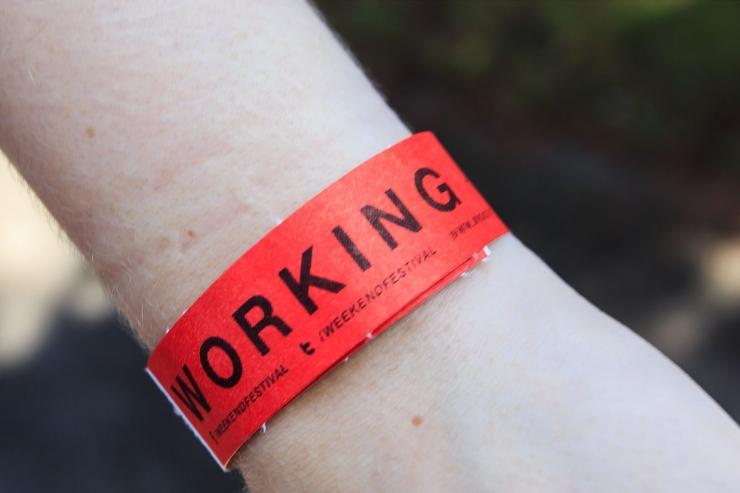 Weekend festivalil müüs võltsitud käepaelu eeldatavasti viis inimest