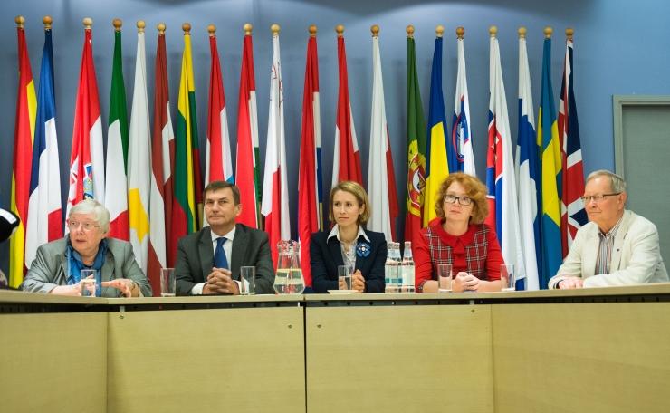 Yana Toom: Andrus Ansip sekkub Eesti poliitikasse, kuigi eurovolinikuna on see keelatud