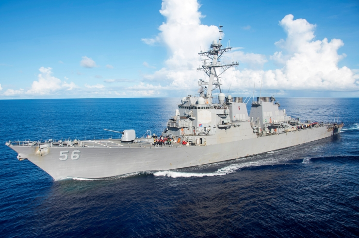 USA sõjalaev põrkas kokku tankeriga, 10 meremeest on kadunud