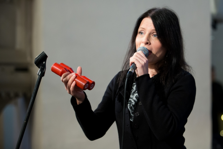 Helin-Mari Arder esineb Neitsitorni juures