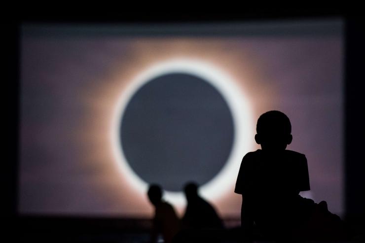 VAATA OTSE KELL 18.30! USA-s näeb täielikku päiksevarjutust