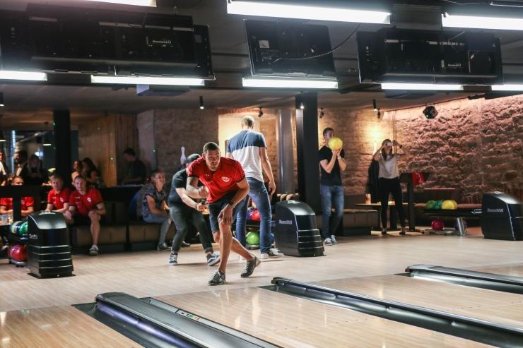 FOTOD! Bowlingu maailmameister kutsus Eesti tippsportlased mõõtu võtma