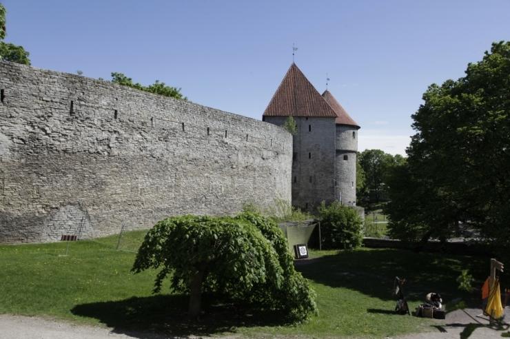 Tallinna müüritornide juures saab muusikat nautida