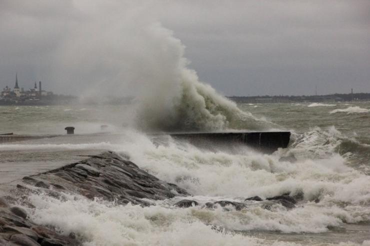 Ilmaennustus pühapäevaks paiguti tormist tuult