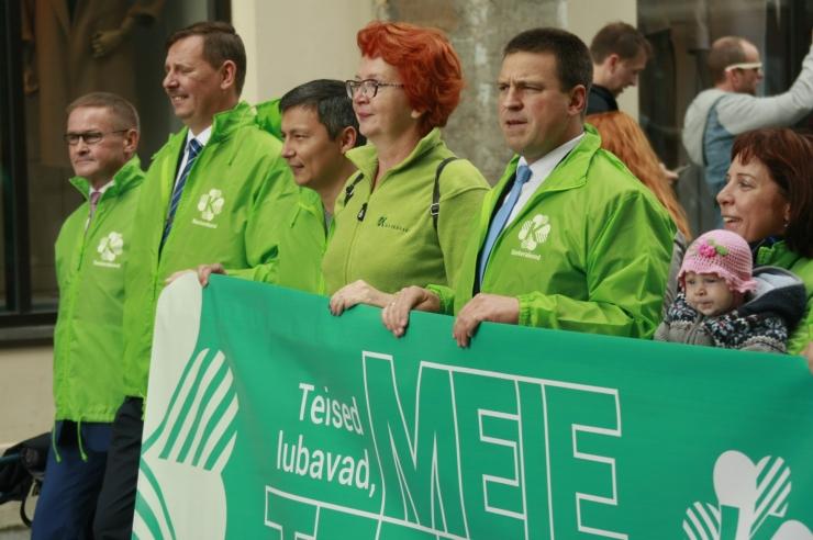 FOTOD JA VIDEO! Keskerakond korraldas Tallinna vanalinnas kandidaatide rongkäigu