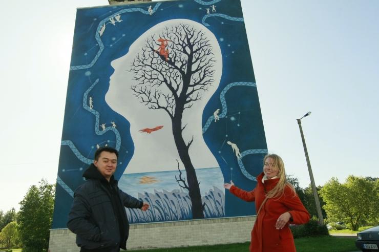 FOTOD! Paneelmaja sein sai unenäolise maali