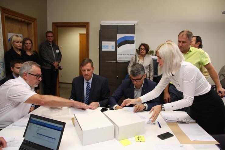 FOTOD JA VIDEO! Keskerakond andis valimiskomisjonile üle oma kandidaatide nimekirja