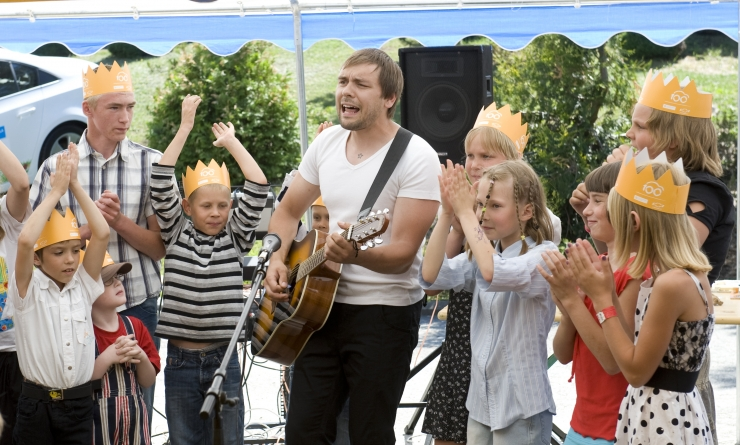 SOS Lasteküla koolikampaania kogus Tele2 abiga esimeste päevadega 7000 eurot