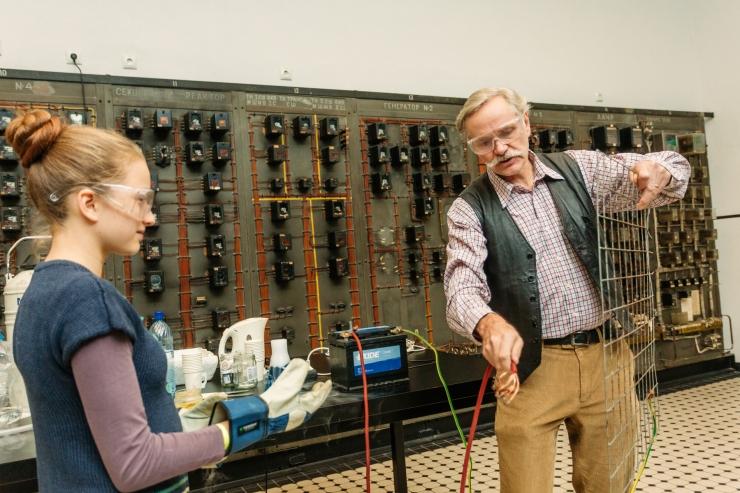 Energia avastuskeskus esitleb uut filmi ja kutsub lapsi teadushuviringi