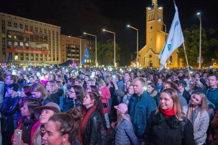 FOTOD JA VIDEOD! TAAVI AAS TUDENGITE ÖÖLAULUPEOL: Eestimaa vajab teid!