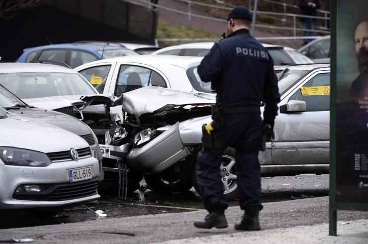 Soomes sai koolibussi ja veoki kokkupõrkes viga 13 inimest