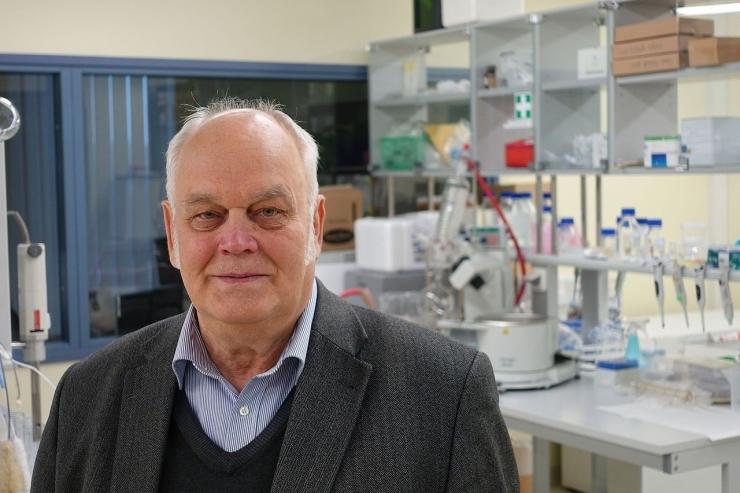 TTÜ professor sai esimese eestlasena maailma keemiahiiu DuPonti medali