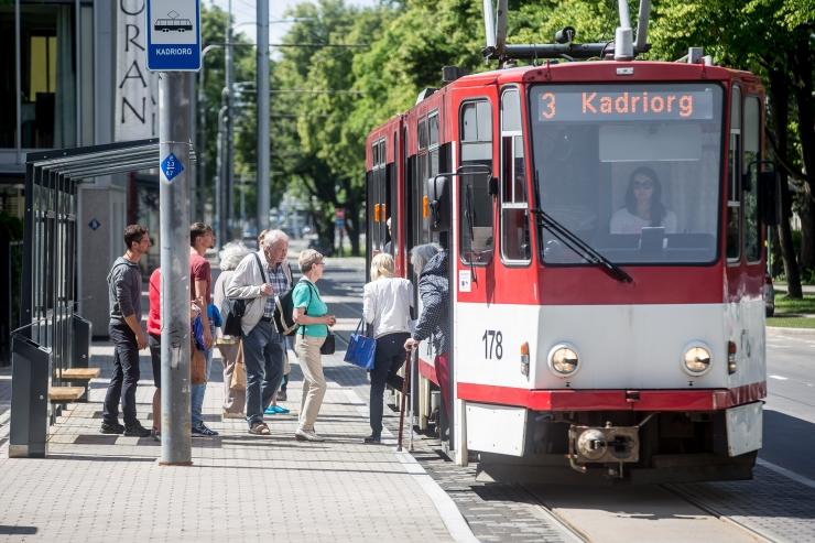 Valgusfestivalile Kadriorgu on mõttekas sõita trammiga