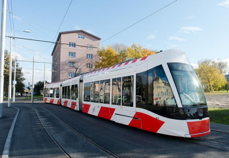 Turvamehed patrullivad trammides