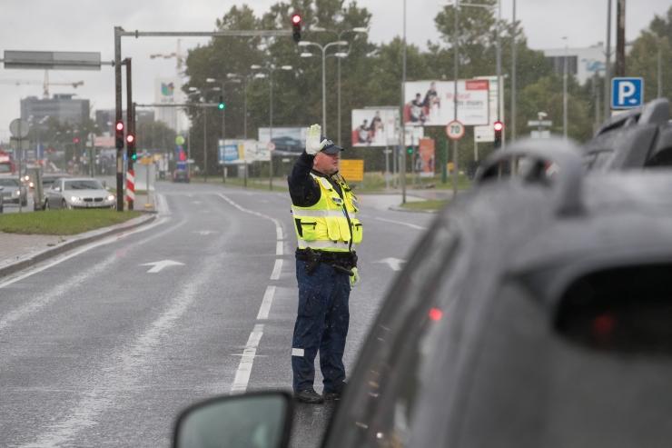 Politsei lasi põgeneda üritanud autol rehvi puruks