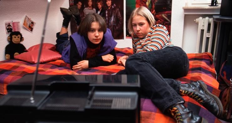 UURING: Telekas ja videomängud magamistoas kahjustavad laste tervist, käitumist ja kooliedukust
