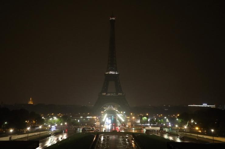 Eiffeli torn oli Las Vegase rünnakuohvrite mälestuseks pime