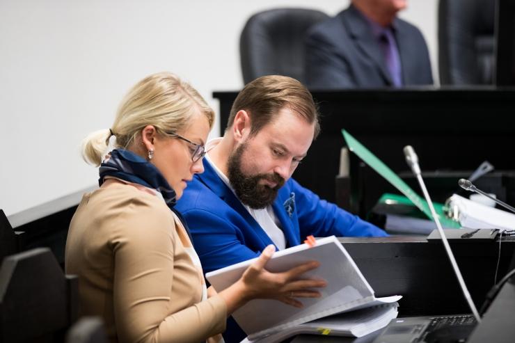 Savisaare protsess: ekspertide hinnangul ei keela seadus poliitikutel esineda linna teavitustes